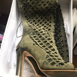 Shoes - Olive green tie up heels